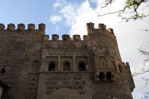 Almenas de la puerta del Sol en Toledo