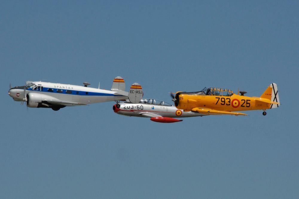 Aviones volando en formación I