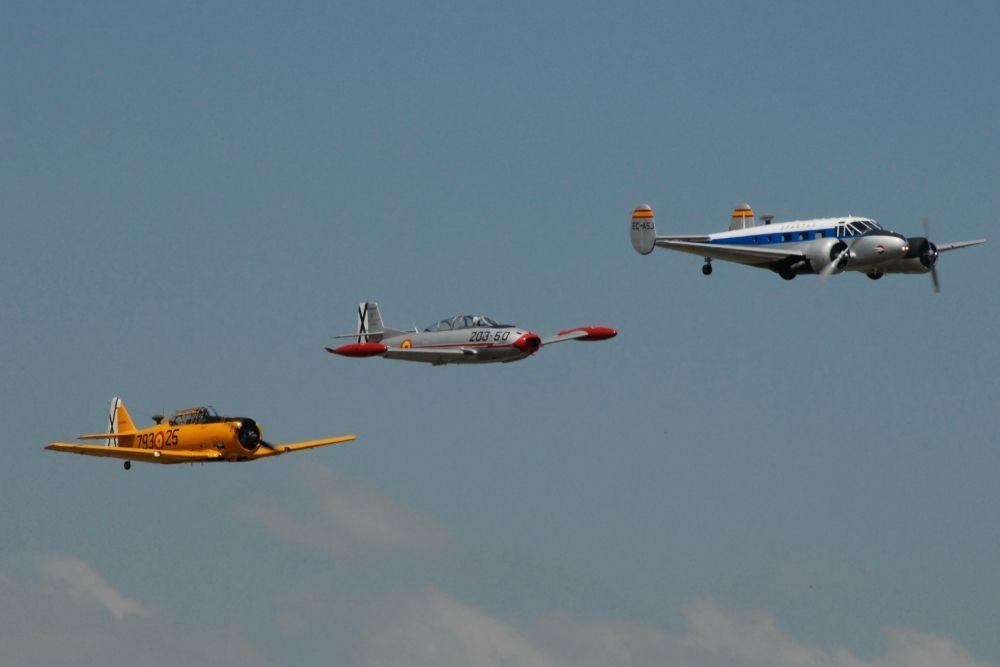Aviones volando en formación II