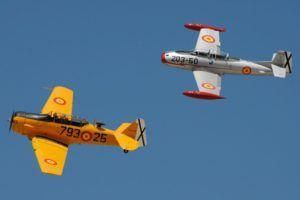 Aviones volando en formación III