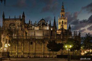 Catedral de Sevilla desde la plaza del Triunfo