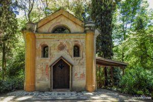 Ermita en el parque