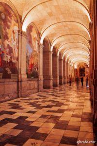 Galería del gran claustro del monasterio de El Escorial