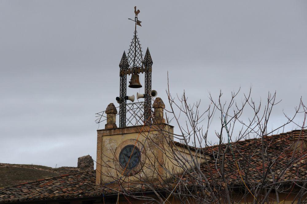 Reloj en la plaza mayor de Cogolludo