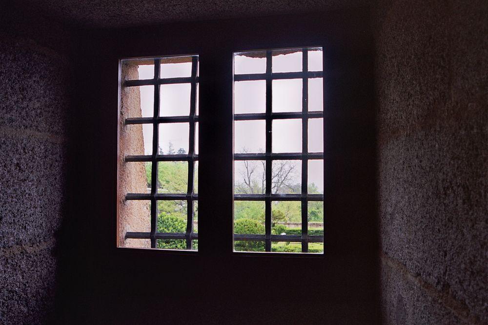 Ventana a los jardines del monasterio